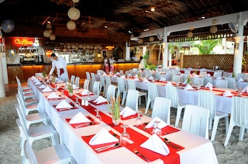 MALAPASCUA EXOTIC ISLAND DIVE AND BEACH RESORT Restaurant