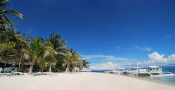 MALAPASCUA EXOTIC ISLAND DIVE AND BEACH RESORT Front of Property