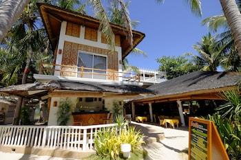 MALAPASCUA EXOTIC ISLAND DIVE AND BEACH RESORT Property Entrance