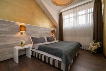 Duplex (Three Bedroom Apartment)