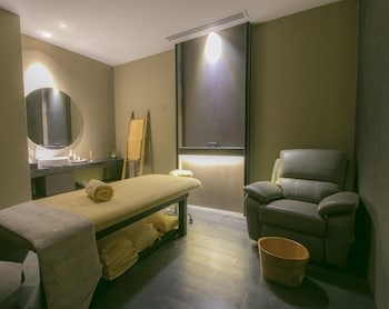 I'M HOTEL Treatment Room