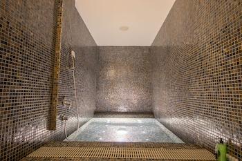 I'M HOTEL Indoor Spa Tub