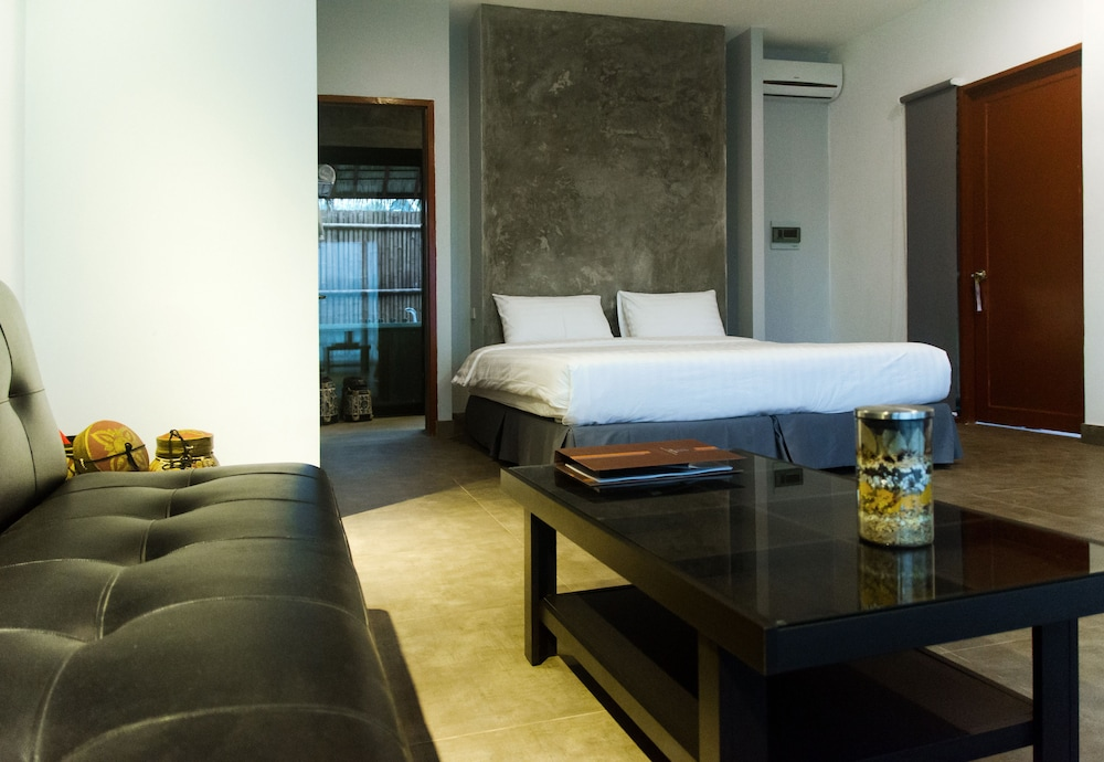 https://i.travelapi.com/hotels/16000000/15600000/15595200/15595169/a58b2b7a_z.jpg