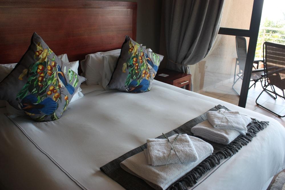 https://i.travelapi.com/hotels/16000000/15600000/15600000/15599942/75dd6aad_z.jpg