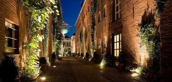Romantik Hotel Reichshof - Hotel Front - Evening/Night  - #0