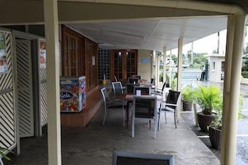 Huon Gulf Hotel & Apartments - Interior Entrance