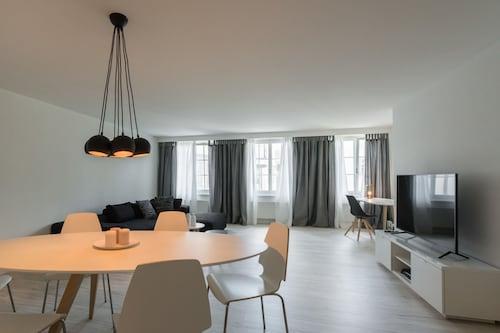 . Paradeplatz Apartment by Airhome