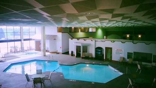 C3 Hotel & Convention Center, Adams