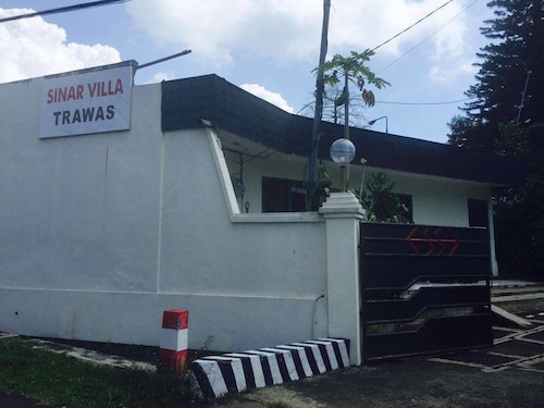 Sinar Express Villa, Mojokerto
