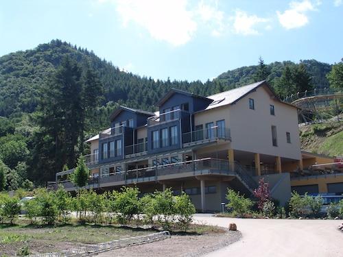 . M13 Hotel