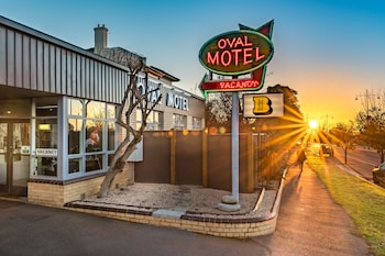 Oval Motel - Featured Image  - #0