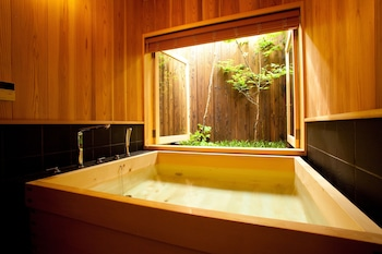 CAMPTON2 KYOTO NISHI-NO-TOIN Deep Soaking Bathtub