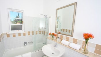 Hunneyball House - Bathroom  - #0