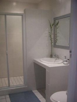 Four Pines Lodge - Bathroom  - #0