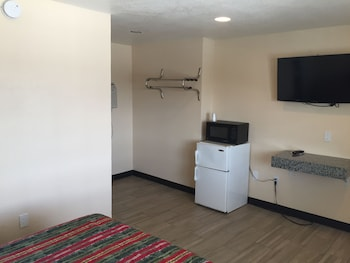 Guestroom at Ace Budget Motel in San Diego