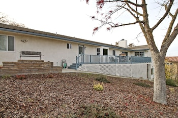 COF Circle of Friends 3 Br home by RedAwning
