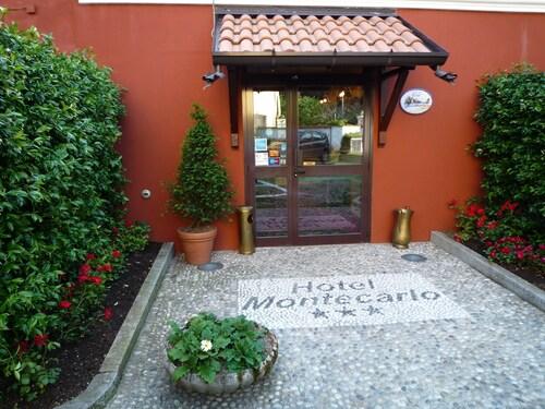 . Hotel Montecarlo
