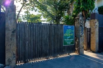 AYO HOMTEL Property Entrance