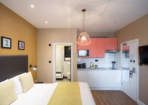 . room2 Hammersmith