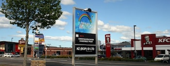 Rainbow Motel - Featured Image  - #0