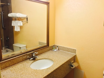 Hotel M & Conference Center - Bathroom  - #0