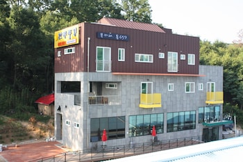 Andong Poong-gyung Guesthouse - Hostel - Hotel Front  - #0
