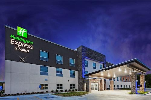. Holiday Inn Express & Suites Coffeyville, an IHG Hotel