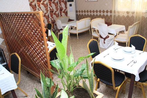 Sun Set Hotel, Abidjan