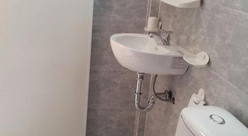 Oasis Bar and Hostel - Bathroom  - #0