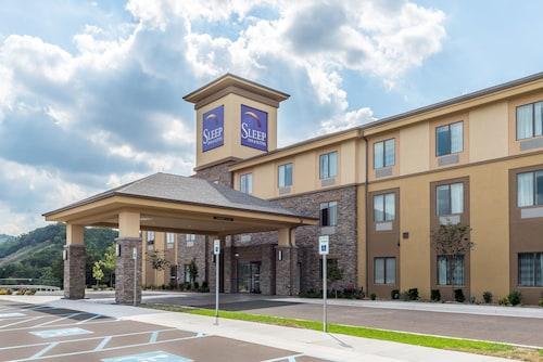 . Sleep Inn & Suites Cumberland-LaVale