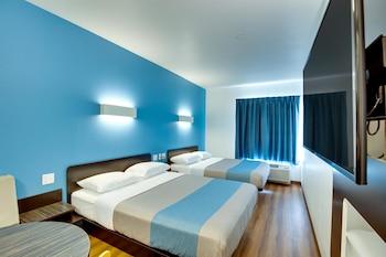 Deluxe Room, 2 Queen Beds, Accessible, Non Smoking