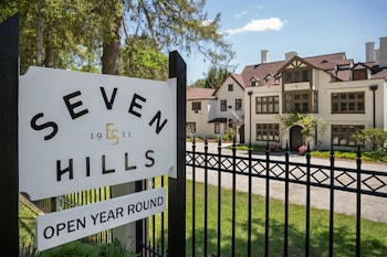 Hotel - Seven Hills Inn
