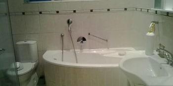 Flintstones Guest House Durban - Bathroom  - #0