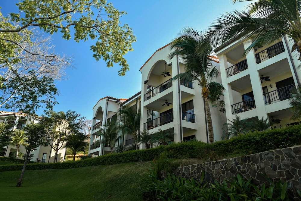 https://i.travelapi.com/hotels/16000000/15720000/15710500/15710401/c22b872a_z.jpg