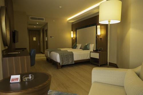 Ramada Hotel & Suites Kusadasi, Kuşadası