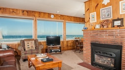 Beach  - Roads End 2 Bedroom Home