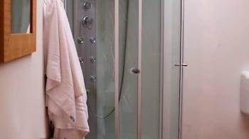Parco del Lago Glamping & Lodges - Bathroom Shower  - #0
