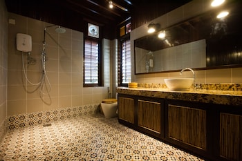 The Happy 8 Retreat X Kampung House - Bathroom  - #0