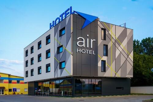 . Air Hotel