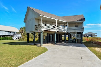Beachfront Feel BFF 5 Br home by RedAwning