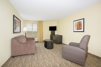 Longmont Vacations - Candlewood Suites Longmont - Property Image 1