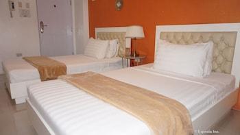 Baymont Suites & Residences - Guestroom  - #0