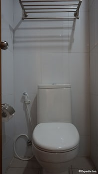 Baymont Suites & Residences - Bathroom  - #0