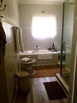 Cathkin Cottage B&B - Bathroom Shower  - #0