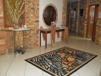 8 Royal Palm Bed & Breakfast - Interior Entrance  - #0