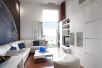Luxury Apartment, 3 Bedrooms (Ronda Sant Pere, 3)