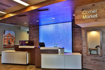 Lobby at Fairfield Inn & Suites by Marriott Savannah Midtown in Savannah