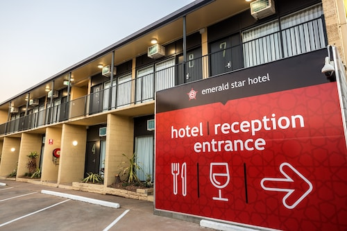 Nightcap at Emerald Star Hotel, Emerald