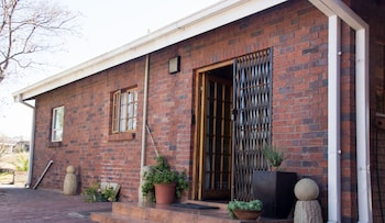 Phokeng Gardens Bed and Breakfast - Exterior  - #0
