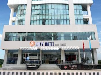 City Hotel & Suites - Hotel Entrance  - #0